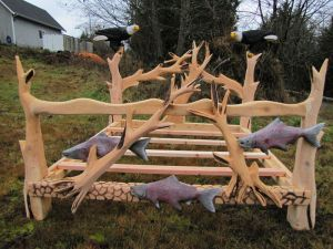 bed_sculptured_chainsaw_carving_Kenai_King_opt-850